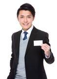 Geschäftsmannshow mit dem leeren namecard Stockfotografie