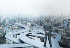 Geschäftsmannstände, die seine Weise wählen Stockfotografie