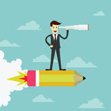 Geschäftsmannstand auf Raketenbleistift unter Verwendung des Fernglassuchens Stockfotos