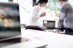 Geschäftsmannteamwork-Sitzung über Brainstorming Stockfotografie