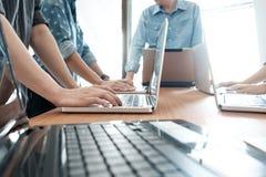 Geschäftsmannteamwork-Sitzung über Brainstorming Lizenzfreie Stockfotos