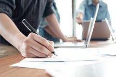 Geschäftsmannteamwork-Sitzung über Brainstorming Lizenzfreies Stockbild