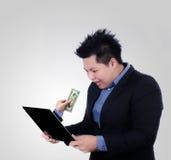 Geschäftsmannverfolgungsleute mit Geld Lizenzfreie Stockbilder