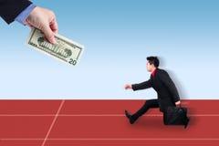 Geschäftsmannverfolgungsleute mit Geld Stockbilder
