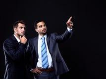 Geschäftsmannvertretung mit zwei Jungen Stockfotografie