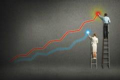 Geschäftsmannwachstum für die Grafiken auf der Wand lizenzfreie stockfotos