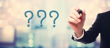 Geschäftsmannzeichnung Fragezeichenkonzept Stockbilder