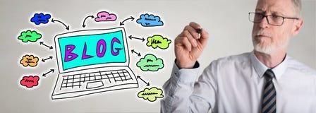 Geschäftsmannzeichnungs-Blogkonzept Stockbilder