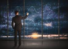 Geschäftsmannzeichnungs-Geschäftsdiagramme Lizenzfreie Stockfotos