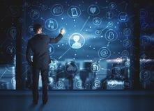 Geschäftsmannzeichnungssocial media-Verbindungsentwurf Stockfotografie