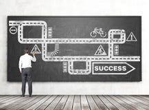 Geschäftsmannzeichnungsstraße zum Erfolg Stockfotos