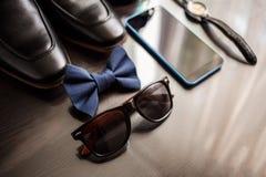 Geschäftsmannzubehör Mann ` s Art Männer ` s Zubehör: Männer ` s Schmetterling, Männer ` s Schuhe, Männer ` s Uhren Lizenzfreie Stockfotografie