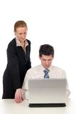 Geschäftspaare unter Verwendung des Laptops Stockfotos
