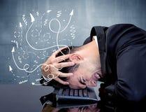 Geschäftsperson mit frustrierten Gedanken Lizenzfreie Stockfotografie