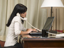 Geschäftsreise - Hotelgeschäftsfrau lizenzfreies stockfoto