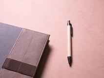 Geschäftssatz des Notizbuches mit klebriger Anmerkung in der kreativen Idee des Konzeptes Stockfoto
