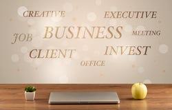 Geschäftsschreibtisch mit Schreiben auf Wand Lizenzfreie Stockbilder