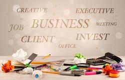 Geschäftsschreibtisch mit Schreiben auf Wand Stockfotografie