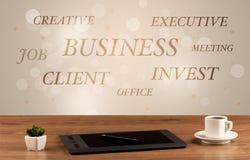 Geschäftsschreibtisch mit Schreiben auf Wand Lizenzfreies Stockbild