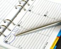 Geschäftstagebuch und Feder Donnerstag Lizenzfreie Stockfotos