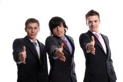 Geschäftsteam, bietend an, Hände zu rütteln Stockfoto