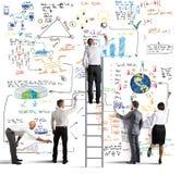 Geschäftsteam, das ein neues Projekt zeichnet Lizenzfreie Stockbilder