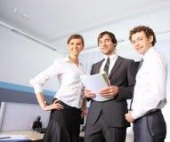 Geschäftsteam, das im Büro arbeitet Lizenzfreies Stockbild