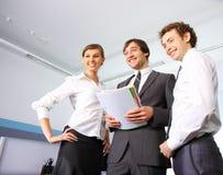 Geschäftsteam, das im Büro arbeitet Lizenzfreies Stockfoto
