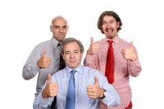 Geschäftsteam, das sich Daumen zeigt Lizenzfreie Stockbilder