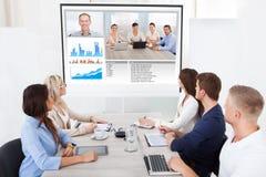 Geschäftsteam, das an Videokonferenz teilnimmt Lizenzfreies Stockfoto