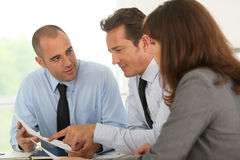 Geschäftsteam an der Bürofunktion Lizenzfreie Stockbilder