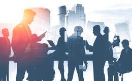 Geschäftsteam in der Stadt, Kommunikation lizenzfreies stockbild