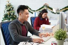 Geschäftsteam am Weihnachtstag Lizenzfreies Stockfoto