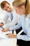 Geschäftstreffen in einem Büro lizenzfreie stockbilder