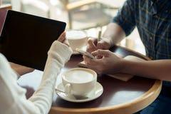 Geschäftstreffen im Kaffee lizenzfreie stockfotografie