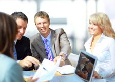 Geschäftstreffen - Manager, der Arbeit behandelt Stockbild