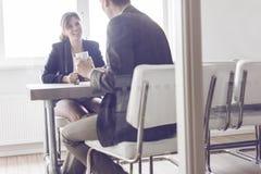 Geschäftstreffen oder Vorstellungsgespräch Stockbild