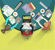 Geschäftstreffen und Brainstorming Flaches Design Stockfotografie