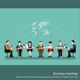 Geschäftstreffenkonzept mit den Leuten, die in der flachen Vektorillustration des Konferenzsaales plaudern stockfoto