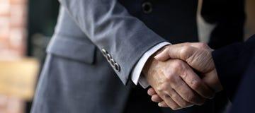 Geschäftsvereinbarungsfusionen und -erwerb lizenzfreies stockbild