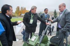 Geschäftsverhandlungen auf dem Behälter Russland Stockfoto