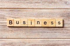 Geschäftswort geschrieben auf hölzernen Block Geschäftstext auf Tabelle, Konzept Lizenzfreies Stockbild