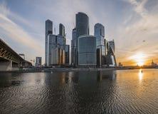 Geschäftszentrum-Moskau-Stadt bei Sonnenaufgang Stockbilder