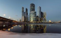 Geschäftszentrum Moskau-Stadt nachts Stockfotos
