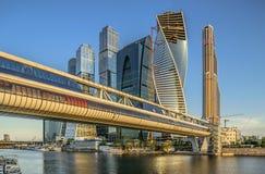 Geschäftszentrum Moskau-Stadt und Brücke Bagration s Stockfotografie