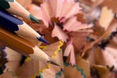 Geschärfte Farbenbleistifte Stockfotografie