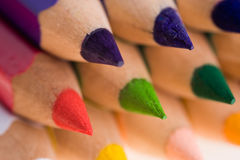Geschärfte farbige Bleistifte Lizenzfreies Stockfoto