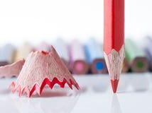 Geschärfter Bleistift und Sägespäne Lizenzfreie Stockfotos