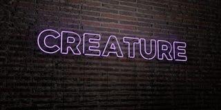 GESCHÖPF - realistische Leuchtreklame auf Backsteinmauerhintergrund - 3D übertrug freies Archivbild der Abgabe stock abbildung