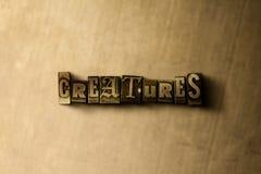 GESCHÖPFE - Nahaufnahme des grungy Weinlese gesetzten Wortes auf Metallhintergrund Stockfotografie